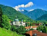 Kloster und Himmel
